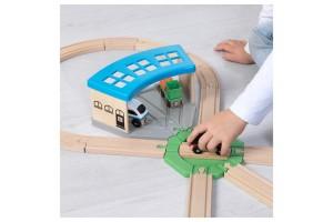 Вагонне депо Ikea Lillabo для дерев'яної залізниці